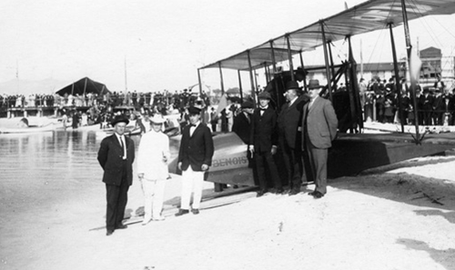 Picture taken on January 1, 1914 for the inauguration of the first scheduled passenger line St.Petersburg - Tampa Airboat Line.