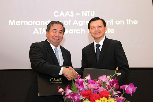 Memorandum of Agreement signed between Professor Freddy Boey, Provost of NTU (left) and Mr Yap Ong Heng, Director-General of the CAAS (right)